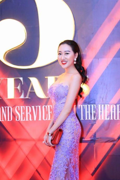 Hoa hau Huynh Thuy Anh dien dam goi cam, dep lan at dan my nhan tai su kien - Anh 2