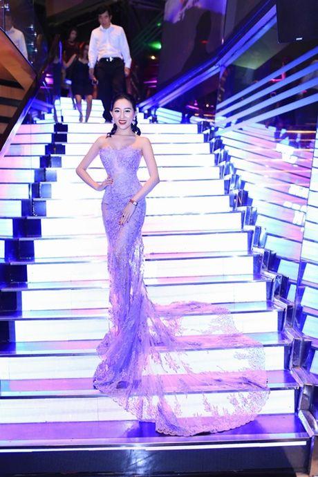 Hoa hau Huynh Thuy Anh dien dam goi cam, dep lan at dan my nhan tai su kien - Anh 3