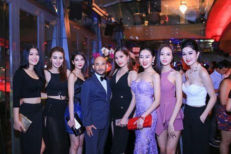 Hoa hau Huynh Thuy Anh dien dam goi cam, dep lan at dan my nhan tai su kien - Anh 5