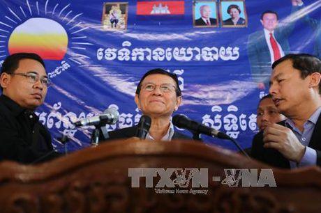 Quoc vuong Campuchia an xa cho thu linh dang doi lap - Anh 1