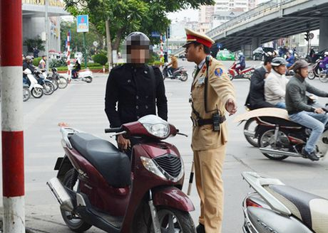 Dung smartphone kiem tra xe chinh chu: Cong an Ha Noi noi gi? - Anh 1