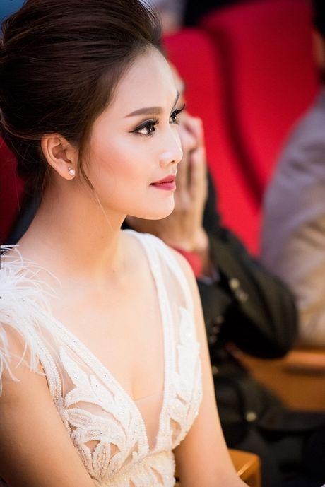 Ngoc Han- To Nhu do sac tai chung ket Nu sinh thanh lich Hoc Vien Ngan Hang - Anh 10