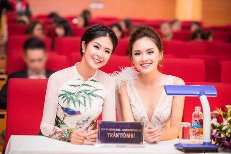 Ngoc Han- To Nhu do sac tai chung ket Nu sinh thanh lich Hoc Vien Ngan Hang - Anh 2