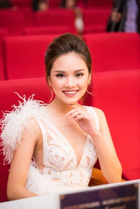 Ngoc Han- To Nhu do sac tai chung ket Nu sinh thanh lich Hoc Vien Ngan Hang - Anh 4