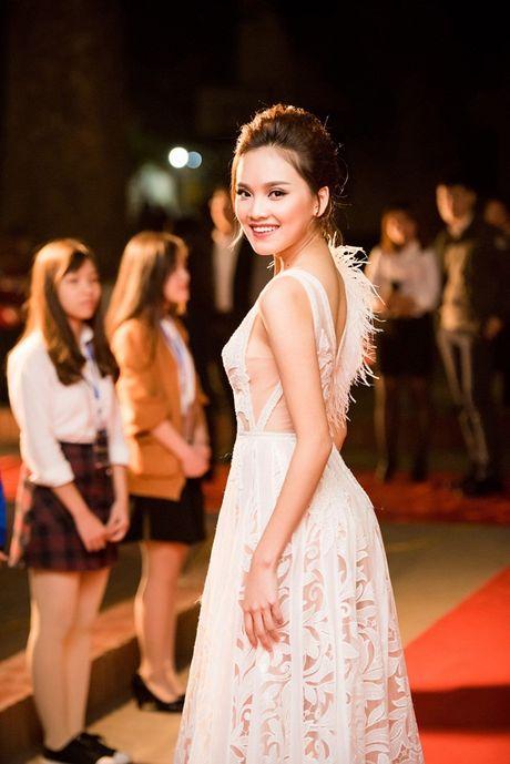Ngoc Han- To Nhu do sac tai chung ket Nu sinh thanh lich Hoc Vien Ngan Hang - Anh 6