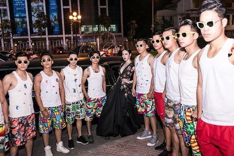 Angela Phuong Trinh 'dien sau' khi ra mat phim o Ha Noi - Anh 2