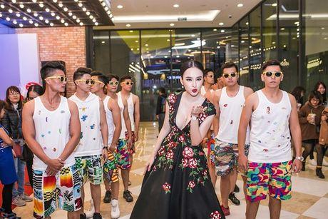 Angela Phuong Trinh 'dien sau' khi ra mat phim o Ha Noi - Anh 7