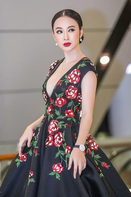 Angela Phuong Trinh 'dien sau' khi ra mat phim o Ha Noi - Anh 8