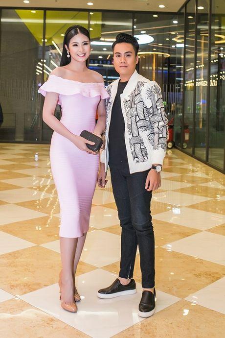 Angela Phuong Trinh 'dien sau' khi ra mat phim o Ha Noi - Anh 9