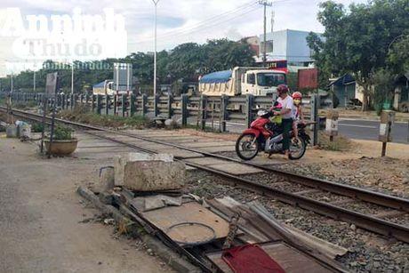 Quang Ngai: Dam bao ATGT tai cac vi tri giao cat duong sat va duong bo - Anh 1