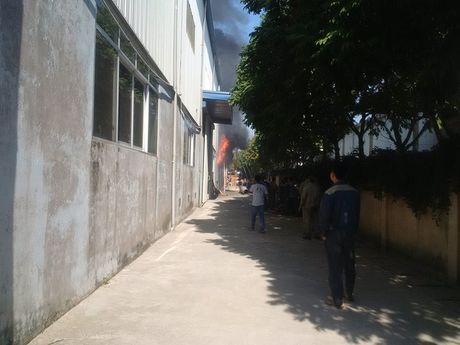 Chay lon o khu cong nghiep Ngoc Hoi - Anh 2