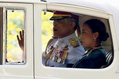 Thai Lan: Tan vuong lan dau xuat hien truoc cong chung - Anh 1