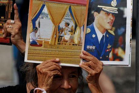 Thai Lan: Tan vuong lan dau xuat hien truoc cong chung - Anh 3