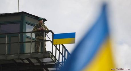 Ngoai ban ten lua, Ukraine con thu may bay gan Crimea - Anh 1