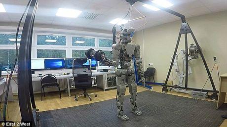 Choang voi cac Robot Nga chuan bi chinh phuc mat trang - Anh 2