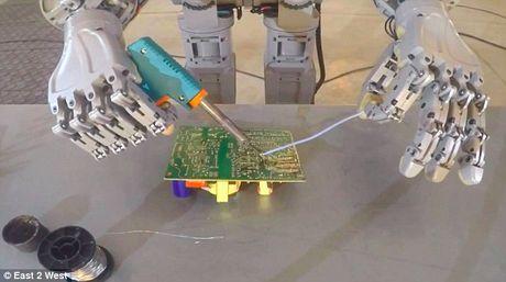 Choang voi cac Robot Nga chuan bi chinh phuc mat trang - Anh 4