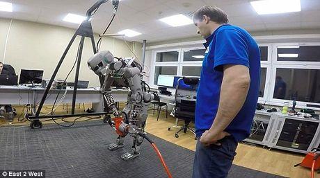 Choang voi cac Robot Nga chuan bi chinh phuc mat trang - Anh 8