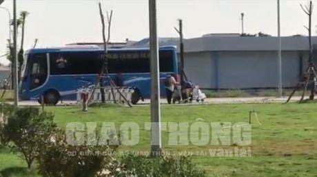 """Cang HKQT Cat Bi len tieng vu """"xe du Ket Doan"""" nao loan san bay - Anh 2"""