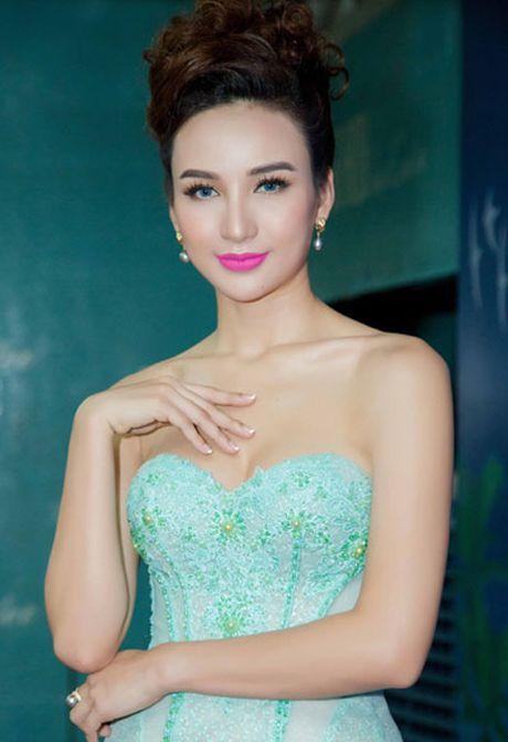 Truong Ngoc Anh, Mai Ngo mac loi trang diem thang 11 - Anh 2