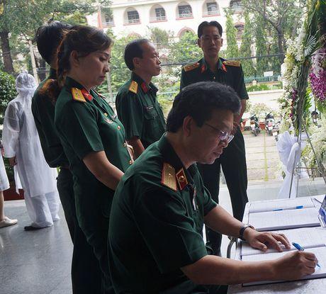 Con gai NSUT Quang Ly khoc nuc no ben linh cuu cha - Anh 13