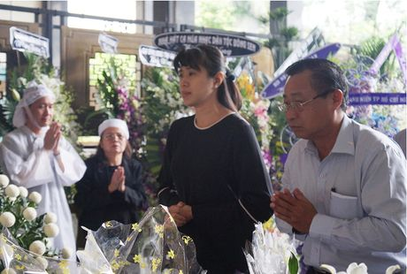 Con gai NSUT Quang Ly khoc nuc no ben linh cuu cha - Anh 9