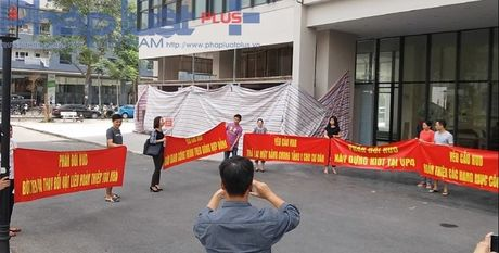 Chung cu VP4 Linh Dam: Chu dau tu xay dung kiot khien cu dan buc xuc - Anh 2