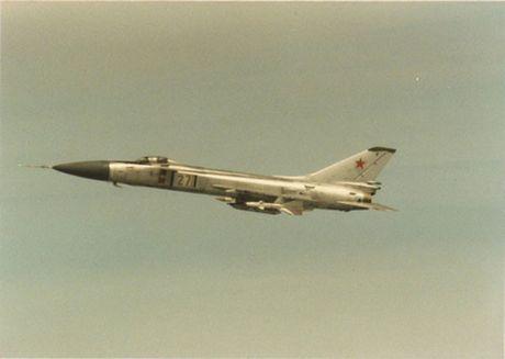 Su-15 - tiem kich danh chan day tai tieng cua Lien Xo - Anh 2