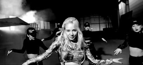 'Co may nhay' Hyoyeon (SNSD) quyen ru kho cuong voi single debut 'nhac An Do' - Anh 1