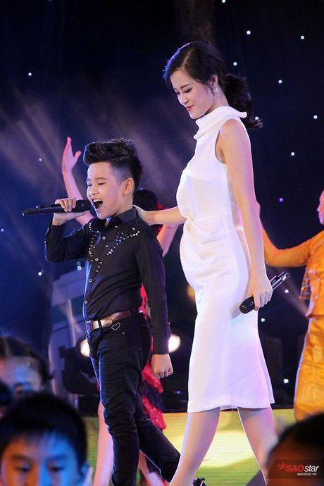Nhat Minh bat ngo hoi ngo Milana, song ca 'cuc ngot' cung HLV Dong Nhi - Anh 7