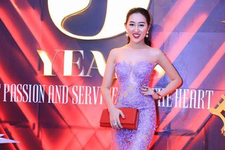 Hoa hau Huynh Thuy Anh noi bat voi dam xuyen thau lan at dan a hau, hoa khoi - Anh 1