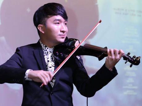 Nghe si violin 25 tuoi lam live concert - Anh 1