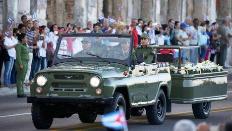 Cuba tien lanh tu Fidel Castro ve noi an nghi - Anh 1