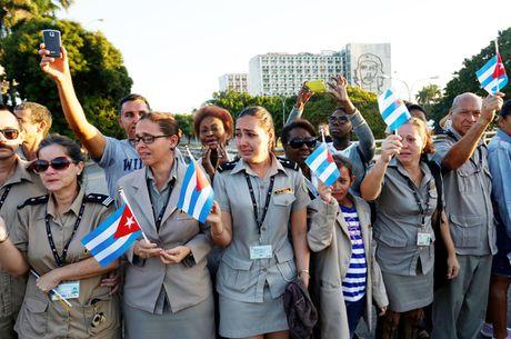 Cuba tien lanh tu Fidel Castro ve noi an nghi - Anh 2
