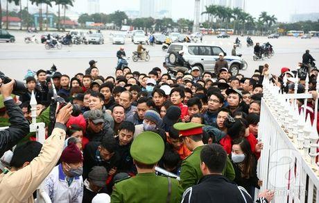 Sot sinh xich ve xem tran luot ve Viet Nam- Indonesia - Anh 2