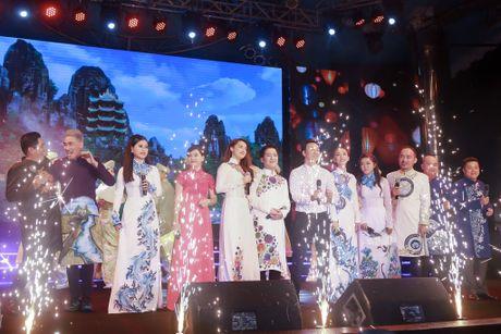 Nha Phuong xuat hien chop nhoang trong show Truong Giang - Anh 1