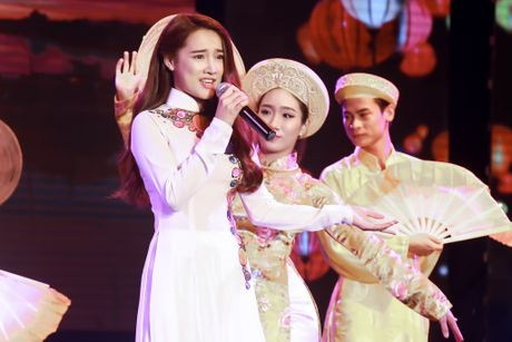 Nha Phuong xuat hien chop nhoang trong show Truong Giang - Anh 2