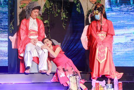 Nha Phuong xuat hien chop nhoang trong show Truong Giang - Anh 9