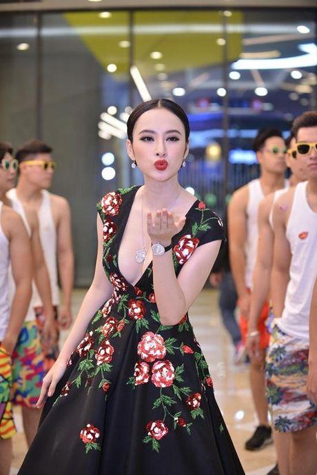 Angela Phuong Trinh dien vay ho bao bat chap gia lanh - Anh 4