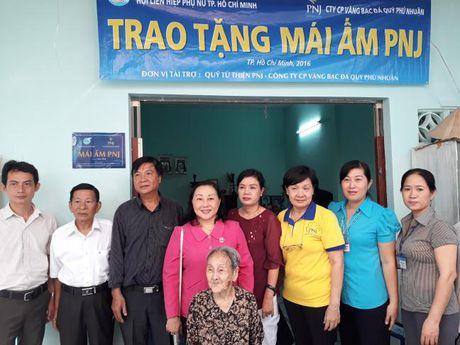 Hoi LHPN TP du le ban giao mai am tinh thuong tai Nha Be - Anh 3