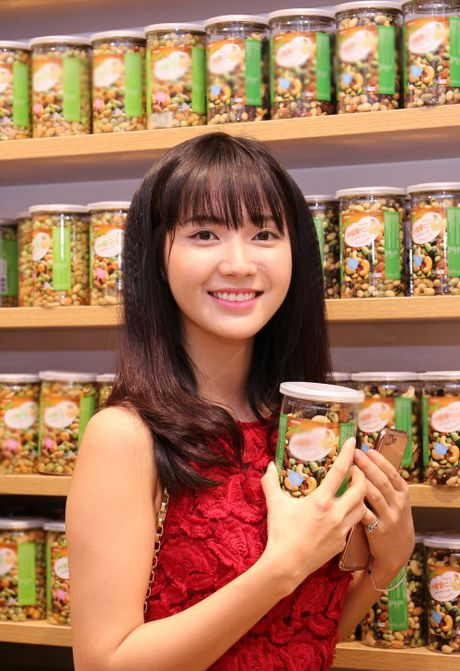 Huong Giang Idol mac vay cat tren xe duoi hut moi anh nhin - Anh 11