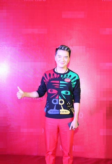 Huong Giang Idol mac vay cat tren xe duoi hut moi anh nhin - Anh 4