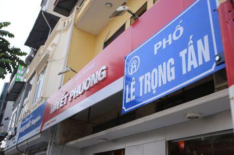 Pho kieu mau Ha Noi 'coi' dan bien hieu 'dong phuc' - Anh 1