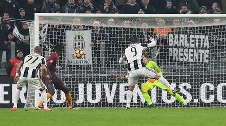 Higuain loe sang, Juventus tam thoi 'cat duoi' Roma - Anh 2