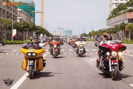 Dan choi Harley-Davidson 3 mien ram ro tien ve Sai Gon - Anh 1