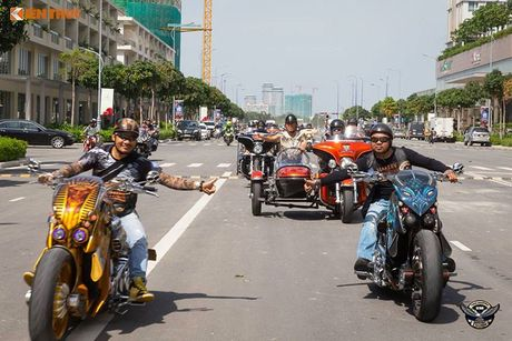 Dan choi Harley-Davidson 3 mien ram ro tien ve Sai Gon - Anh 2