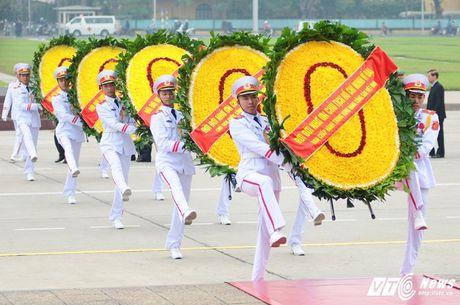 Lanh dao Dang, Nha nuoc vieng lang Chu tich Ho Chi Minh ky niem 70 nam Toan quoc khang chien - Anh 1