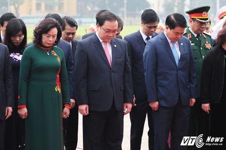 Lanh dao Dang, Nha nuoc vieng lang Chu tich Ho Chi Minh ky niem 70 nam Toan quoc khang chien - Anh 7