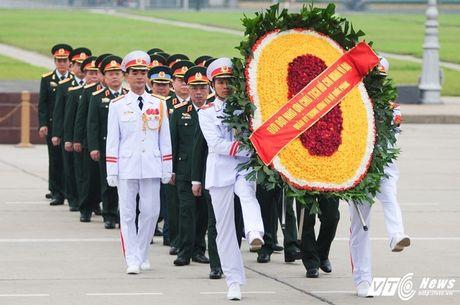 Lanh dao Dang, Nha nuoc vieng lang Chu tich Ho Chi Minh ky niem 70 nam Toan quoc khang chien - Anh 8