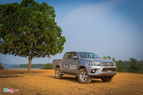 Anh Toyota Hilux 2.8G 2016 gia 870 trieu dong - Anh 1