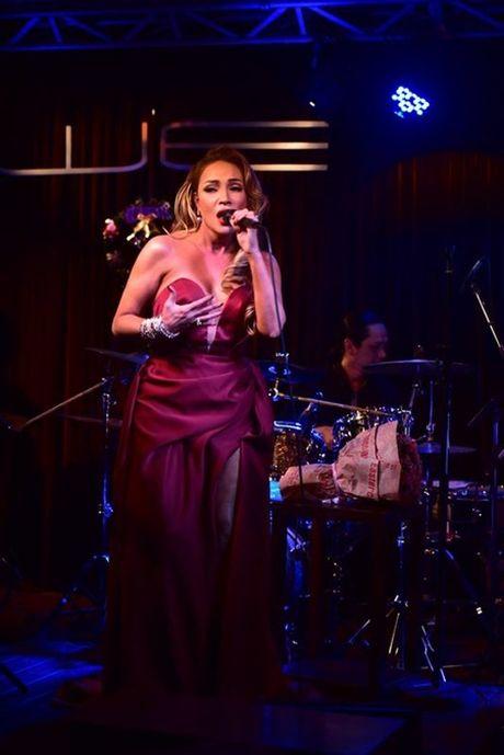 Danh ca Thanh Ha tat bat chay show - Anh 2